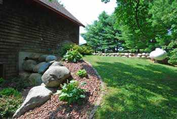 S1510 canary ct lake redstone waterfront wisconsin home for Easy to care for landscaping